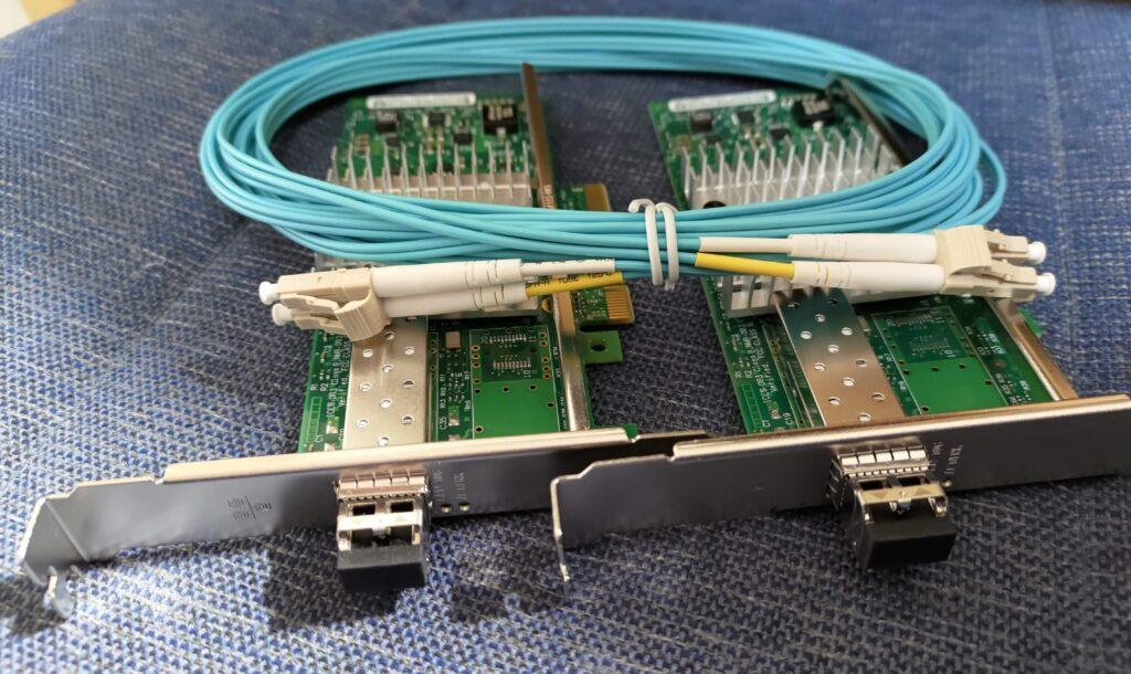 NICと光トランシーバと光ケーブル